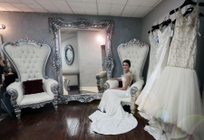 Bride-in-Bridal-Suite